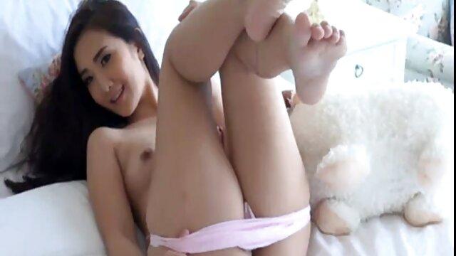 Hot Yanks Karina Pontiac juega su coño lesbianas desnudas calientes