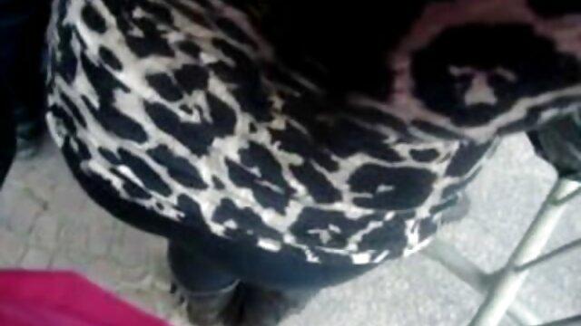 Mamá japonesa atrapada por videos calientes lesbianas hijastro