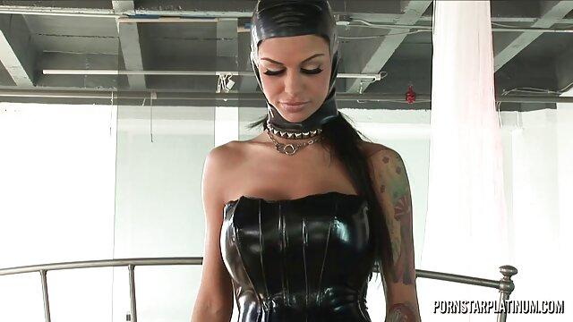 La lesbianas calientes follando hermosa Sophia Leone chupa una gran polla antes del facial