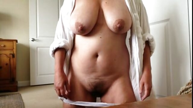 BUMS BUS - La mamás calientes xxx estrella porno alemana Lullu Gun se folla duro a un viejo