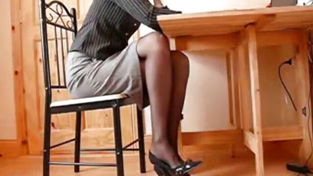 PORNO ACADEMIE - Trío anal francés con señoras calientes cogiendo colegiala guarra