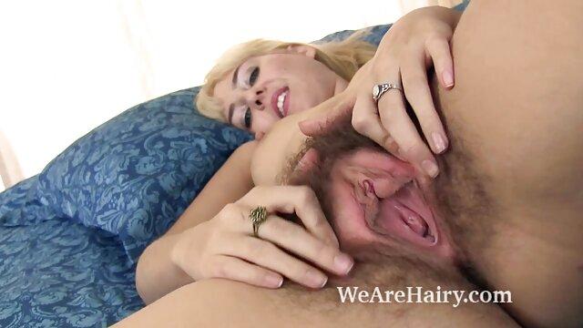 Ama de casa tiene sexo abuelas calientes masturbandose lésbico, relojes de esposo