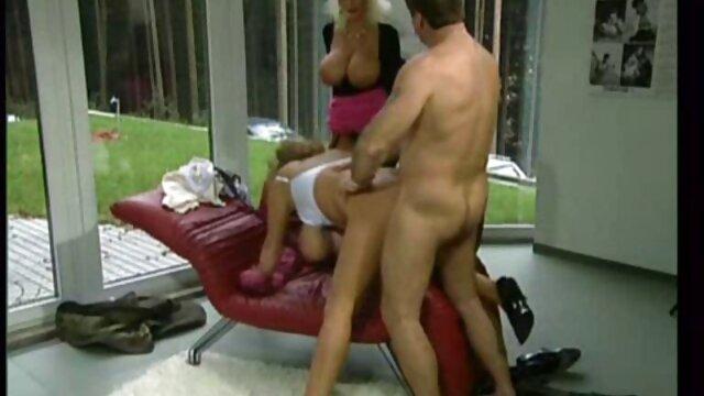 Los chicos bi se videos ardientes de sexo divierten con una chica de Rambo