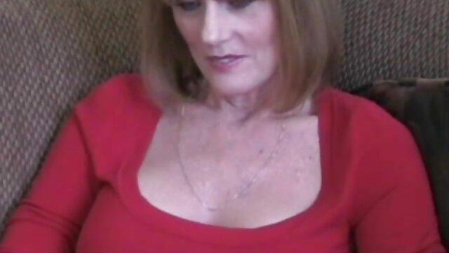Emily Winters disfruta de su coñito peludo esposas calientes xvideos en la cama
