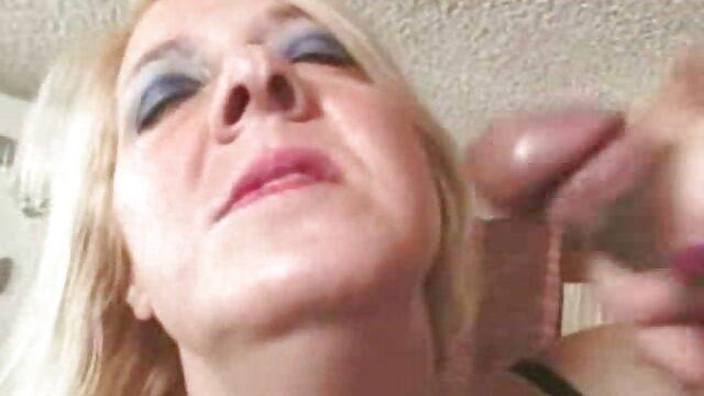 Adolescente seductora está ansiosa por follar salvajemente con un videos xxx de mamas calientes galán