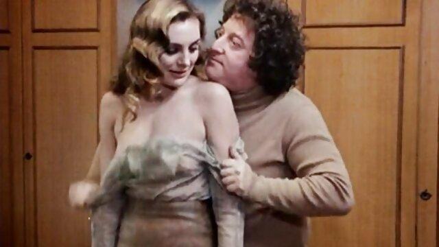 MILF tetona Savana Styles comparte consoladores con la sexy Taylor videos de ancianas calientes May