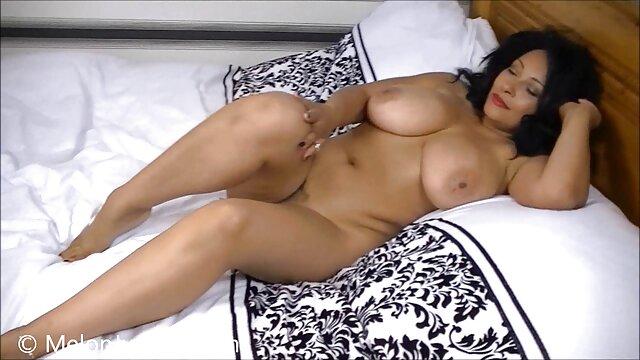Chica ucraniana follando a su novia hasta un negras calientes cogiendo fuerte orgasmo