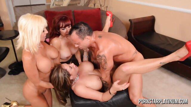 Summer Brielle domina a lesbianas calientes y tetonas la bella morena Jay Taylor