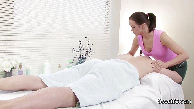 Adolescente con videos hot calientes tetas pequeñas está ansiosa por una sesión de sexo duro
