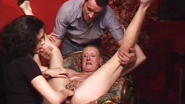 Jenna Haze juega con un serviporno lesbico caliente consolador