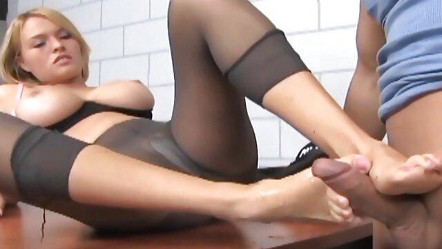 Las niñas hacen SEXercises después bien caliente xxx de los ejercicios de entrenamiento. parte 2