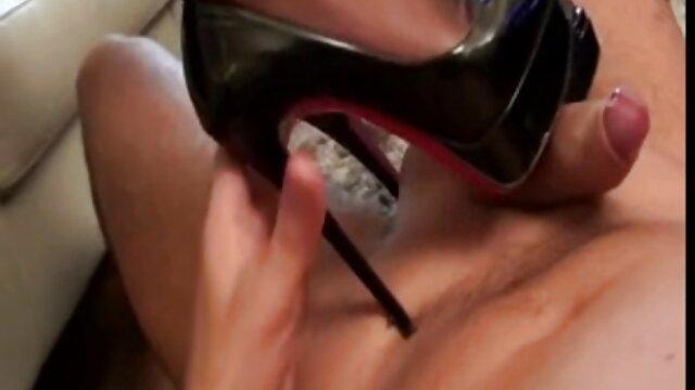 Dos MILFs alemanas seducen al chico de la videos calientes hd pizza adolescente para follar