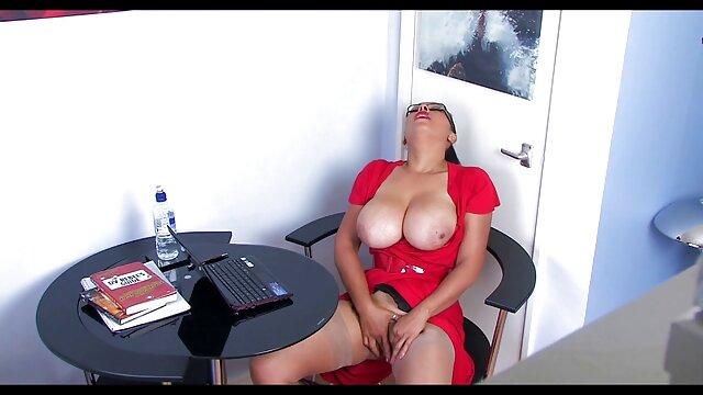Janette ofrece videos de ancianas calientes todos los hoyos
