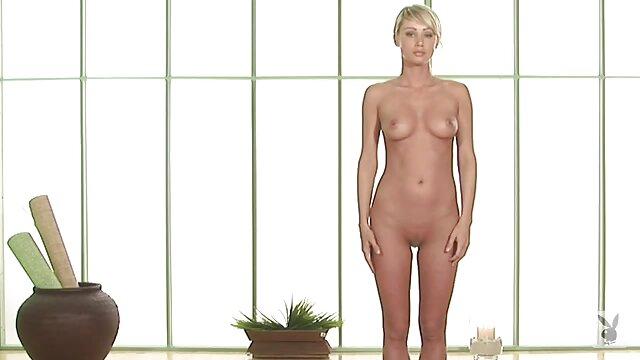 Diversión en la habitación de hotel madres calientes xnxx con Ash Hollywood y Skin Diamond