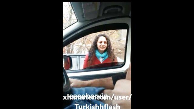 Mamá pechugona enseña a chorros videos calientes gratis