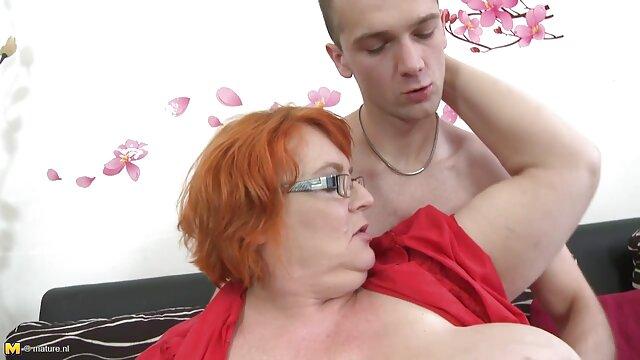 La modelo BDSM Alex Zothberg explicando sus servicios privados sexo caliente latino